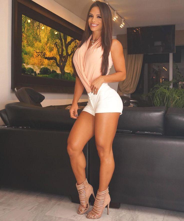 musclegirlsinmotion:  @michelle_lewin_ ❤️❤️