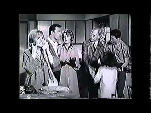 The Donna Reed Show: Dad Drops By S7E2 - YouTube