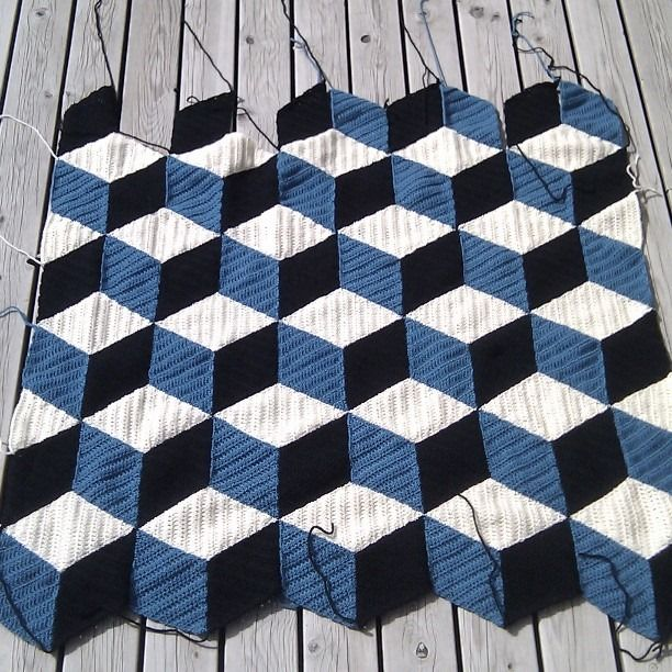 Simple to make and well explained, this chart crochet 3D blanket will help you make a lovely handwork. This spot is perfect for pillows, but the sky is the limit to your creativity! http://www.crochetwebsitesfreepattern.com/2016/10/Crochet-3D-Blanket-Afghan.html