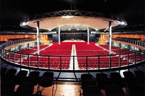 Obihall è il nuovo teatro di Firenze. Inaugurato nel febbraio del 2002 sulle ceneri del vecchio e glorioso Teatro Tenda. Ospita ogni genere di spettacolo e di manifestazione, musicale, teatrale, televisiva, convegnistica fieristica, religiosa e politica. A conferma della propria polifunzionalità, fino ad oggi vi sono passati più di due milioni di persone. Scopri tutti gli eventi in programma e acquista il tuo biglietto!