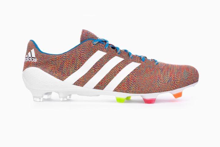 Bota de futbol Adidas samba.  Es una de las botas de fútbol que me gustaría probármelas... aunque jugando en campos artificiales dudo que duren mucho.