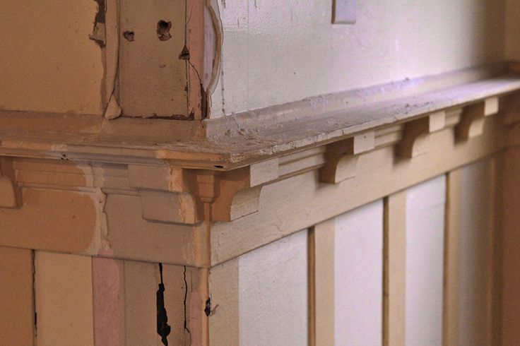 120 best images about plate rail crown molding and for Craftsman picture rail