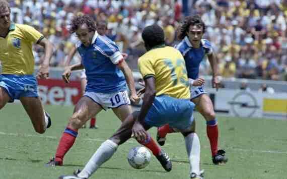 France 1 Brazil 1 (4-3 p) in 1986 in Guadalajara. Michel Platini shows his skills to Josimar in the World Cup Quarter Final.