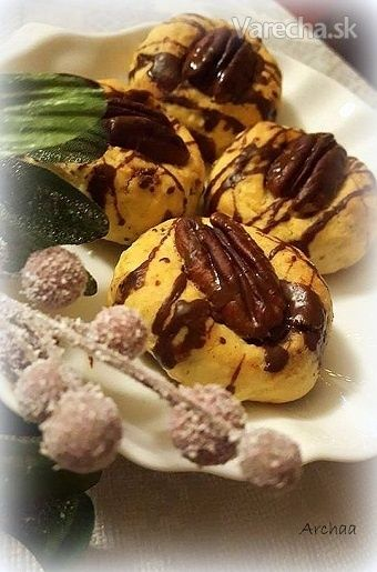 Pekanovo-orechové koláčiky s marcipánovou plnkou