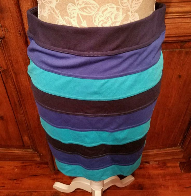 Lilly Pulitzer Blue Turquoise Navy Stripe Pencil Skirt Size Medium style 38310 #LillyPulitzer #StraightPencil