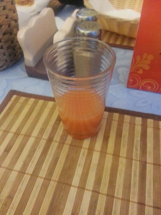 Пью грейпфрутовый сок