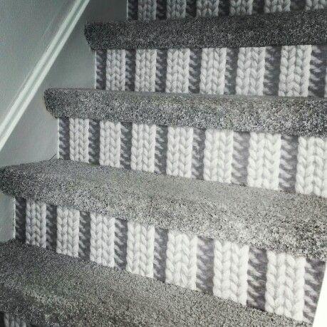 """de trap """"at my place"""", gemaakt met vloerbedekking en behang."""