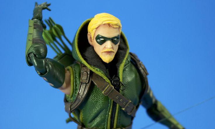 Mezco Toyz One:12 Collective Green Arrow figure