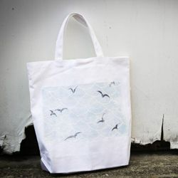 Photo transfer tote bag + 25 other ways to jazz up a tote.
