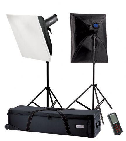 Falcon Eyes Studioflitsset TFK-2900L met LCD Scherm  De Falcon Eyes Studioflitsset TFK-2900L is een zeer complete set voor de profesionele gebruiker. Meegeleverd wordt een harde rolkoffer waarmee u de flitsset eenvoudig kunt vervoeren. De flitsset wordt geleverd met de moderne Falcon Eyes TF-900L studioflitser. Dezeprofessionele studioflitser heeft een flitsvermogen van 900Ws en wordt met alle benodigdheden geleverd om direct aan de slag te kunnen. De flitser biedt alles wat u van een…