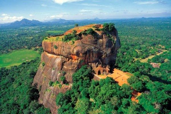 ラピュタの世界が広がる不思議な天空宮殿『シーギリヤ・ロック』 スリランカ