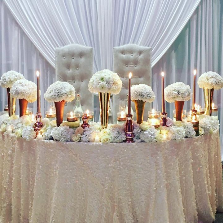 Elegant white and gold sweetheart table