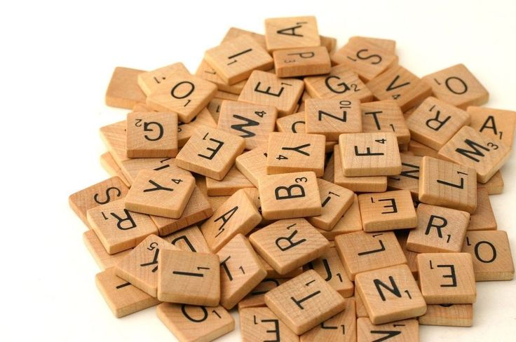 £5, 200 WOODEN SCRABBLE TILES BLACK LETTERS & NUMBERS FOR