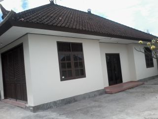 here we are with 200m2 n spacious room for office  all just ready to use for office functional  canggu area  price 4,500$ per year , minimal 2 year  good for business purpose ,,, +6281337781890 /+6287861661428  dwikadek@gmail.com / houserent1.blog.com