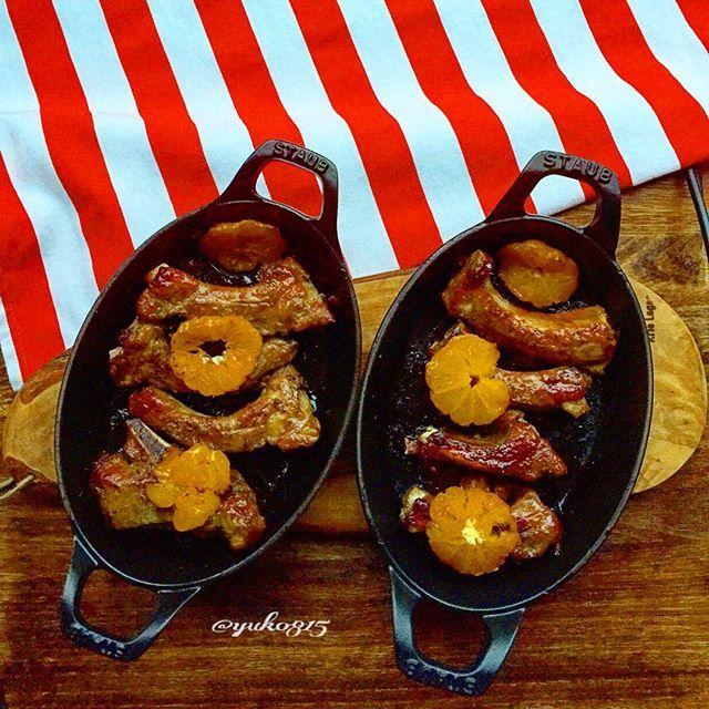 2016/11/11 21:10:48 yuko815 『#spareribs 』 ・ 『トースターで作る#スペアリブ』 ・ 前回投稿した時同様、がっつり肉🍖を食べたくなった時はスペアリブ😋今回はミカンの輪切りを使ってタレに漬け込んでみましたがやはりオレンジの方がいいようです😅 ・ 材料や作り方は#女が作る男前料理スペアリブ で前回の投稿に飛べます🏃 ・ 2016.11.11 ・ #ストウブ(オーバルスタッカブルディッシュ21cmグレー、ブラック)#ストウ部#ストウブ料理#バルミューダ#バルミューダザトースター#晩ごはん#おうちごはん#男子ごはん#男飯#オトコノキッチン#ワインエキスパート#唎酒師#デリスタグラマー#クッキングラム#女が作る男前料理 #STAUB#balmuda#madeinstaub#balmudathetoaster #thefeedfeed#lin_stagrammer #foodporn #instafood #foodstagram #homecooking