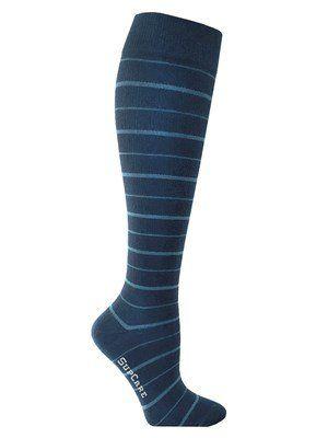 Deze blauwe bamboe steunkousen zijn verkrijgbaar t/m schoenmaat 48! Butik21.nl | €14,90
