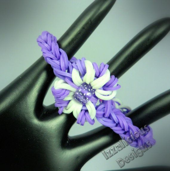 Flower Charm bracelet using the Rainbow Loom