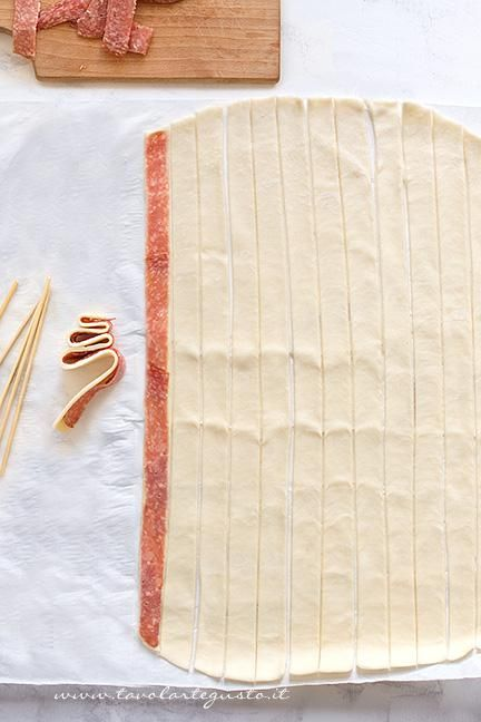 Come ricavare gli Alberelli dalla pasta sfoglia - Ricetta Alberelli di pasta sfoglia