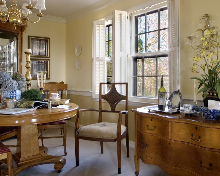 Sunny Dining Room With Yellow And Gold Walls And A