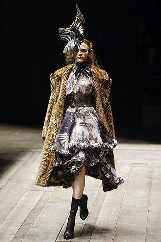 Alexander McQueen Fall 2006 Ready-to-Wear Fashion Show - Vlada Roslyakova