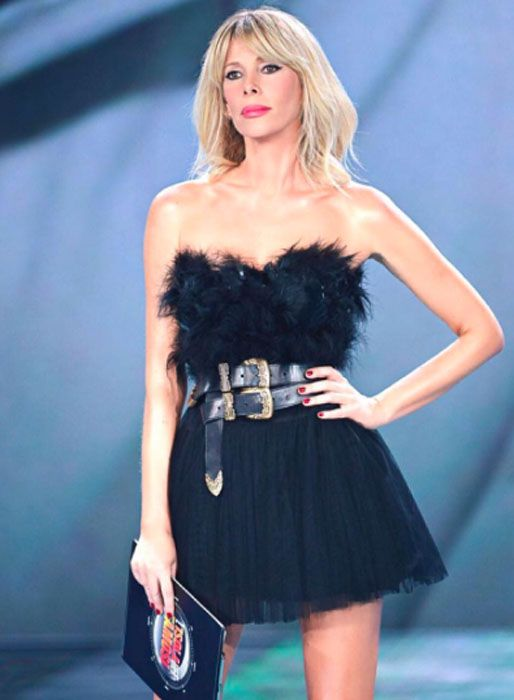 Tagli capelli medi 2017: Alessia Marcuzzi sceglie lo swag per una primavera estate rock