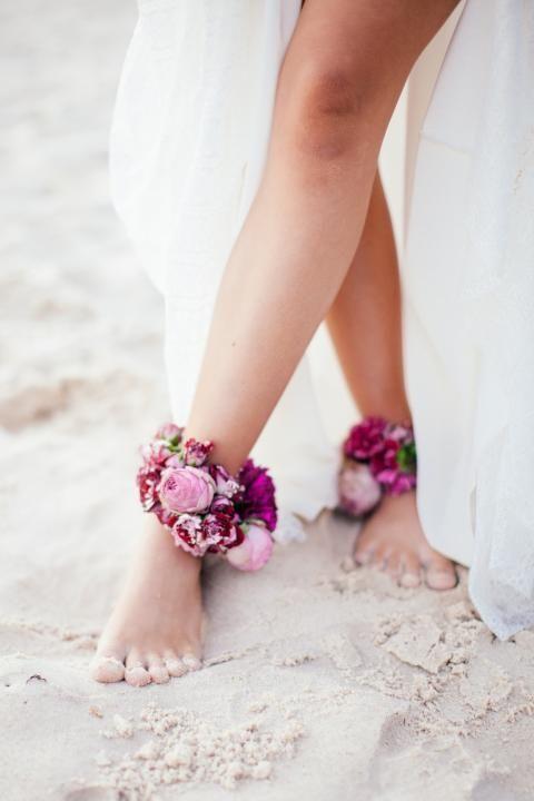 Flower anklets. Bridal details.
