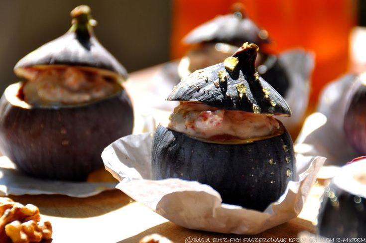sweet figs with goat cheese, nuts & honey / słodkie figi faszerowane kozim serkiem. z miodem i orzechami włoskimi.