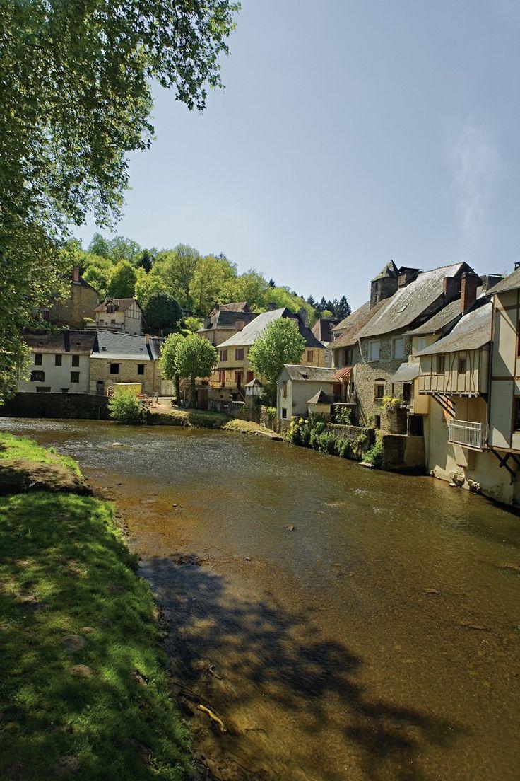 Corrèze : Le village de Ségur-le-Château dans le Limousin © CRT Limousin - Jean-Luc Kokel