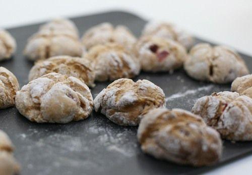Розовое печенье со смородиновым ликером