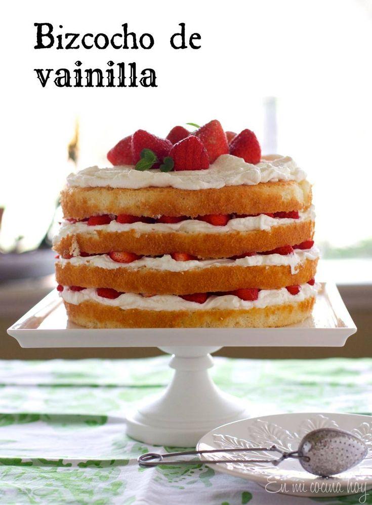 El viernes publicaré la receta de la torta de frutillas con crema, pero hoy quiero mostrarles el paso a paso del mejor bizcocho de vainilla de mi vida. El truco es que no tiene levaduras químicas (polvos de hornear) lo cual hace que se deshaga en la boca, es maravilloso, suave y esponjoso. Lo esponjoso...
