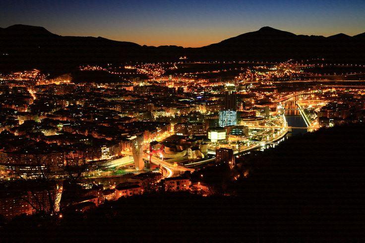 Bilbao desde Artxanda: una de las mejores vistas de Bilbao, especialmente bonita de noche. ¿Cómo llegar? Cogiendo el Funicular de Artxanda.
