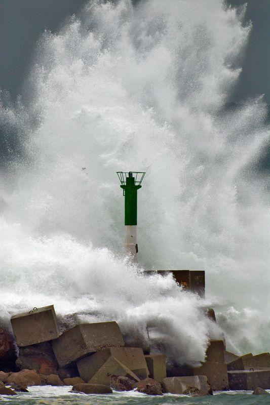 Ola en pleno temporal en Camelle - Camariñas - Terra Soneira  A Coruña