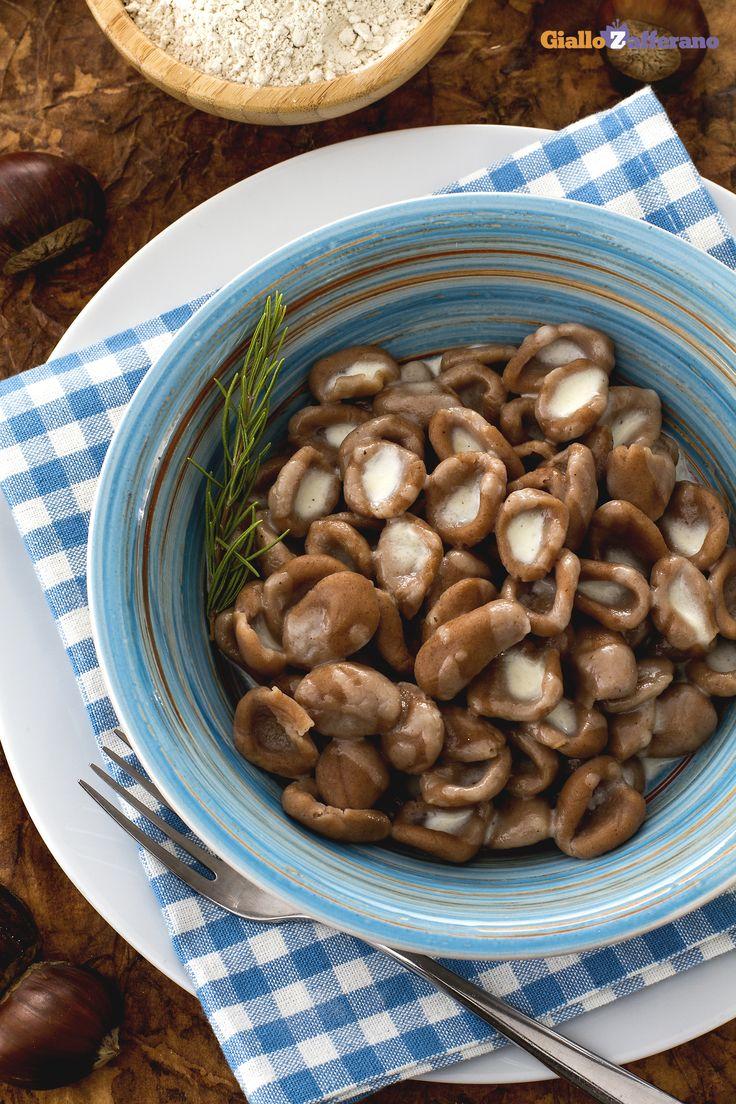 Se conoscete quelli alla #zucca, non potete perdere gli #gnocchetti di #castagne! (chestnuts #gnocchi) Delicati ma dall'inconfondibile gusto deciso, sono divertenti da fare e soprattutto indimenticabili all'assaggio! #ricetta #Giallozafferano #italianfood #recipe #dumplings
