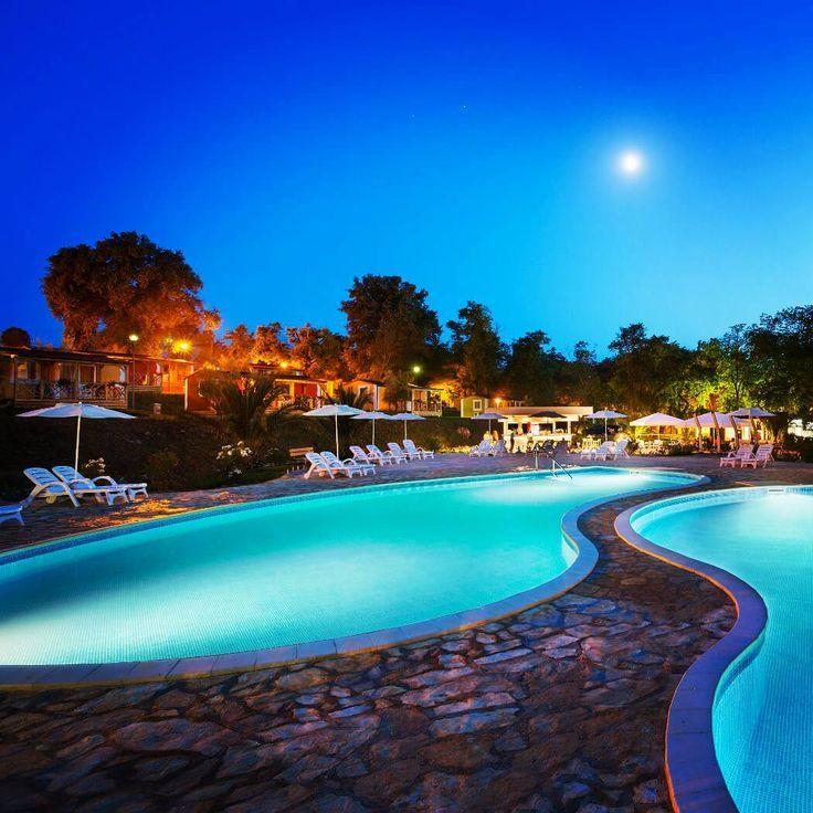 ⛺ #abendstimmung auf dem #aminesssirenacampsite in #kroatien #vacansoleil #premiumcamping #camping #holiday #glamping #luxusurlaub #premiumholidays #croatia #urlaub #reisefieber #instatravel #travelinspo #instagood #beautifulview #holidaygoals #travelgoals #travelphotography #pool #poolgoals #campingplatz #moon #moonshine #nightsky #night