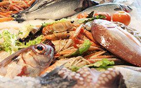 Appena #ChefBoris ha saputo che dal 12 al 14 settembre si terrà a #Fano (PU) il #FestivaldelBrodetto, la deliziosa zuppa di pesce tipica della cittadina marchigiana, ha cominciato a pensare alle infinite varianti della ricetta e sulle sue origini. Leggendo alcuni libri di storia della #gastronomia gli è venuta l'idea di un duello gastronomico tutto italiano. Est contro Ovest: Mar Adriatico contro Mar Tirreno. #Brodetto contro #Cacciucco (in rigoroso ordine alfabetico!)