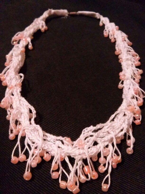 Különleges nyaklánc csodás  barackszínű gyöngyökkel - 800.-