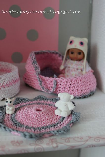 Dollhouse ... mini chou chou ... pink ... crochet ... DIY