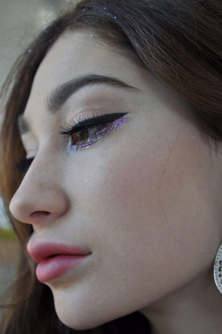 glitter augen makeup gitzer auge festival makeup glitzer lidschatten