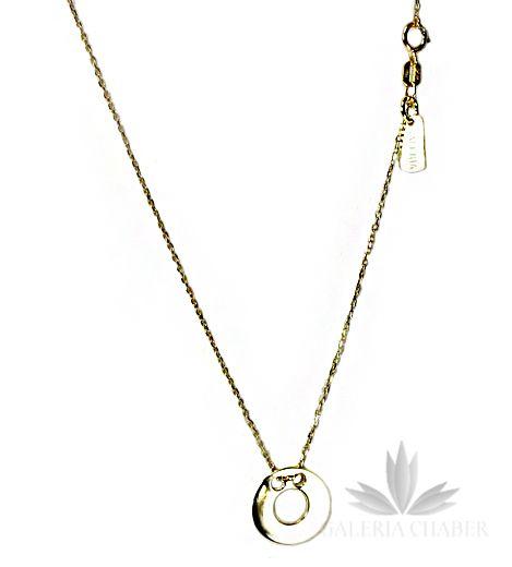 Naszyjnik z Kolekcji Sotill, wykonany ze srebra próby 925, w kolorze złotym, rodowany dla uzyskania pięknego błysku i większej trwałości. W centralnym punkcie umieszczono blaszkę w kształcie kółka z dziurką. Blaszka o średnicy około 1,4 cm. Długość naszyjnika regulowana od 42 do 45,5 cm. Dodatkowa blaszka firmowa. Całość wykonana niezmiernie precyzyjnie. Wyrób fantastycznie uzupełni codzienny strój. Polecamy także inne wzory łańcuszków, a także bransoletki z tejże kolekcji.