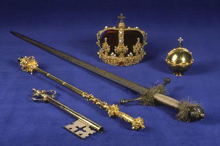 Alla tesoreria di Stoccolma potete vedere la fonte battesimale d'argento e i simboli utilizzati durante le incoronazioni: scettri, spade, globi e corni.