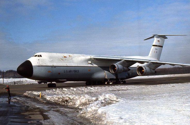 lockheed c-5 | Lockheed C-5 Galaxy (C-5A) de l'USAF gris et blanc (©USAF)
