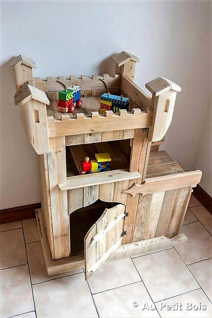 pallet baby toy house .made by tine trinette