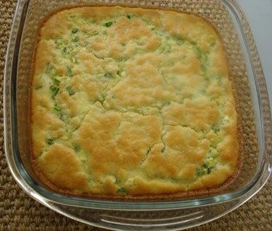 SUFLÉ DE ABOBRINHA    Ingredientes :    - 2 colheres de sopa de azeite  - 3 abobrinhas italiana ( 3 xícaras mais ou menos bem picadinha )  - quatro ovos  - 1/2 xícara farinha de trigo  - 1/4 xícara de creme de leite fresco  - 150 g de queijo de minas ( eu não coloquei )  - 1/2 xícara de cebolinha bem picadinha    modo de fazer:    1. Refogue no azeite as abobrinhas picadas e tempere com sal e pimenta a gosto.  ( al dente )