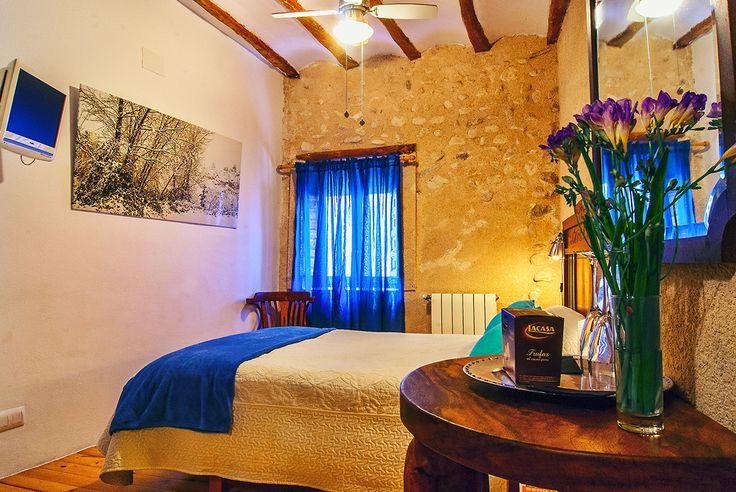 Vista ventana habitación estándar azul