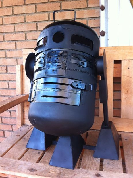 Picture of R2D2 charcoal grill...I think I  need to make one of these!