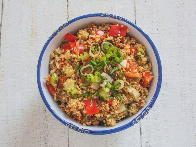 sommerlicher Couscous-Salat als perfekte Beilage zum Grillen