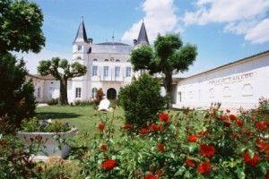 Venez découvrir le magnifique château Caillou en Sauternes. Il vous suffit de réservez votre visite sur Wine Tour Booking. http://bordeaux.winetourbooking.com/fr/propriete/chateau-caillou-59.html