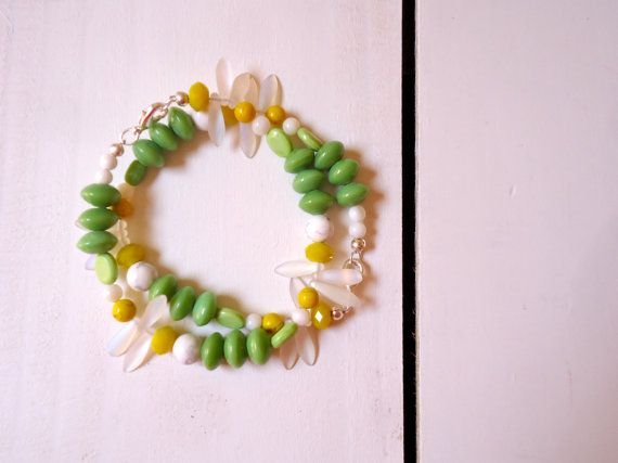 Daisy Chain bracelet: A beaded bracelet in indian and czech glass with semi precious stones