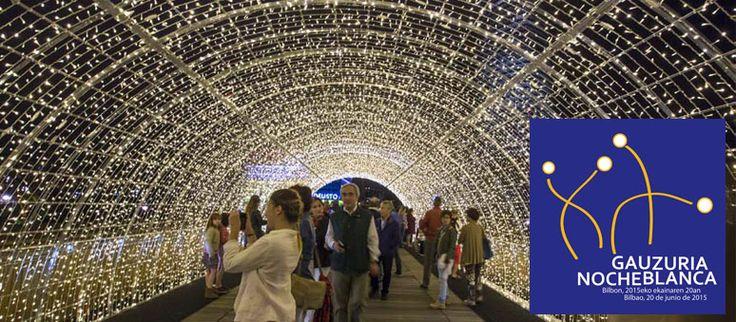La #NocheBlanca2015 'encenderá' la Villa el próximo 20 de junio con ornamentaciones lumínicas, fachadas iluminadas, mappings y proyecciones sobre edificios representativos de la ciudad. La música también estará presente con las actuaciones que tendrán lugar en la Universidad de Deusto o el Museo Guggenheim Bilbao y por las calles de Bilbao. Todo dispuesto para que la ciudadanía disfrute de una noche especial, llena de luz, color y sonido.  Toda la informarción, programa, etc. en nuestra…