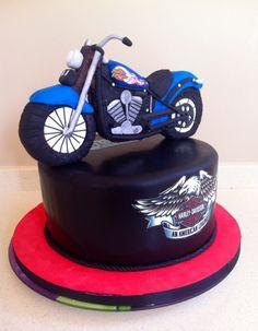 Tarta de moto Harley Davidson en fondant. Harley cake.